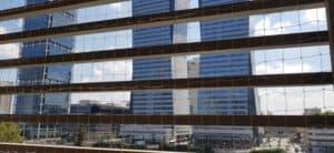 התקנת רשת נגד יונים לבניין
